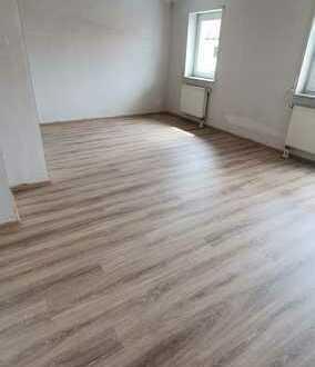 510.0 € - 74.0 m² - 3.0 Zi. Neu sanierte, sofort bezugsfertige Wohnung
