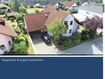 Prachtvoll und repräsentativ. Einfamilienhaus mit großem Garten in Störnstein