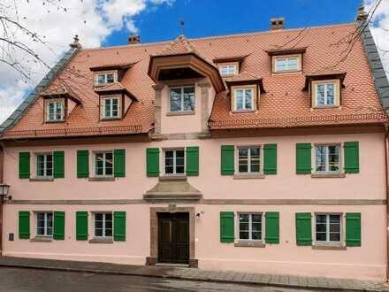 Außergewöhnlicher Erstbezug im Dach + offene Balken + ruhig und grün + Parkett + Fußbodenheizung