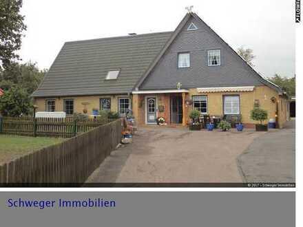 Einfamilienhaus mit Einliegerwohnung und 2 großen Baugrundstücken in Bergenhusen zu verkaufen