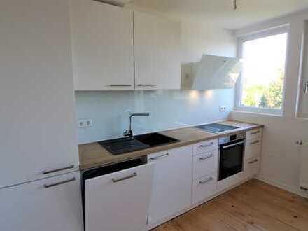 Erstbezug nach Sanierung! Exklusive 3 Zimmer Altbauwohnung mit hochwertiger Einbauküche!