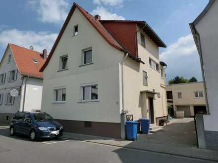 Weiterstadt-Mitte!**In 2020 neu sanierte 4 Zi.-ETW im Erdgeschoss eines 3-Familienhauses**