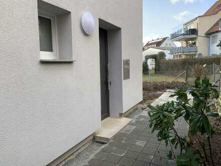 Stadthaus- kernsaniert mit 2 Bädern, Garten, Balkon und 2 Garagen in Winnenden
