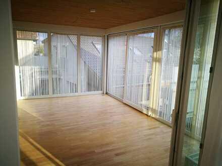 Gepflegte 4-Zimmer-Wohnung mit Wintergarten und Balkon
