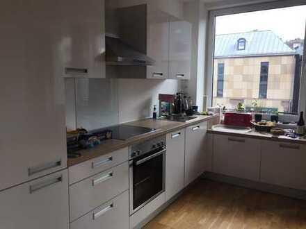Modernisierte Wohnung mit zwei Zimmern und EBK in Stuttgart