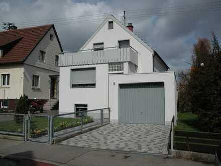 Family House- mit großem Garten, Garage, Nebengebäude, ruhige Lage.