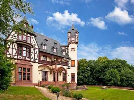 Großzügige Schloss-Residenz mit herrlichem Garten (möbliert)