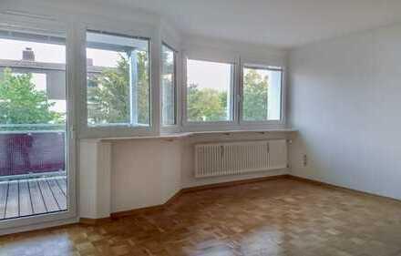 Freundliche und modernisierte 1-Zimmer-Wohnung mit Süd-Balkon & EBK in Germering mit S-Bahn-Nähe