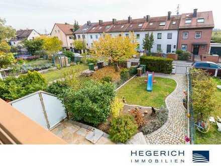 HEGERICH: Komplett renoviertes Reihenhaus mit zwei Grünflächen und Sonnenterrasse!