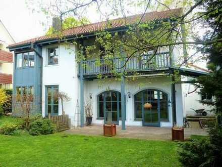 ENGEL&VÖLKERS: Exklusive Villa in guter und zentraler Lage in Karlsfeld!