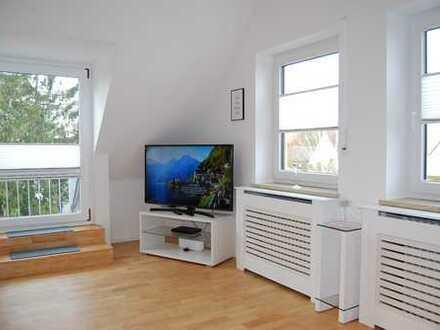 wunderschöne 1,5-Zimmer-DG-Wohnung mit EBK und Balkon in Bogenhausen klassisch edel möbliert