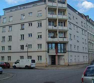 2-R-WHG - Frei ab April! - Wohnen im Dachgeschoss mit 2 Balkonen