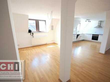 Mitten im Lehel - TOP - 3 Zimmer - Dachgeschoßwohnung in schönem Jugendstilhaus