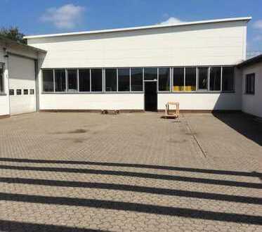 Produktionshalle mit weitläufiger Außenfläche /Lagerfläche