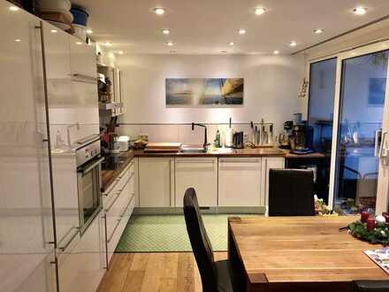 Hochwertig 4-Zimmer-Wohnung mit großem Balkon und Einbauküche in Leonberg