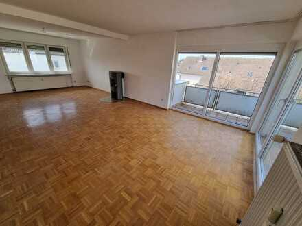 Erstbezug nach Sanierung mit Einbauküche und Balkon: ansprechende 3-Zimmer-Wohnung in Johannesberg