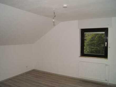 Vollständig renovierte 4-Zimmer-Wohnung mit Garten und EBK in Krefeld - Traar