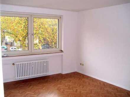 Helles City-Appartment. Renovierungsbedürftig.