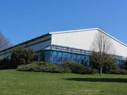 Gewerbehalle mit Büro- und Sanitäreinbauten