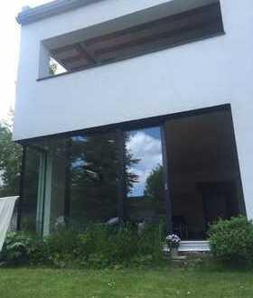 Exklusive Erdgeschosswohnung 3ZKB mit schönem Garten und Doppelgarage