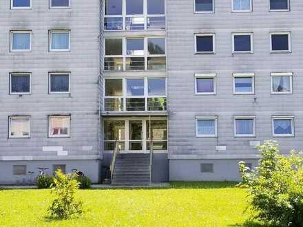 Modernisierte Wohnung mit vier Zimmern sowie Balkon und Einbauküche in Seltmans