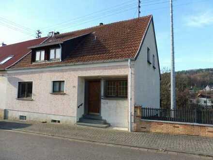 Einseitig angebautes Einfamilienhaus in Walsheim mit gelungener Raumaufteilung!