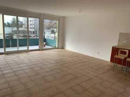 Exklusive, vollständig renovierte 2-Zimmer-Wohnung mit Balkon und EBK in Bad Soden am Taunus