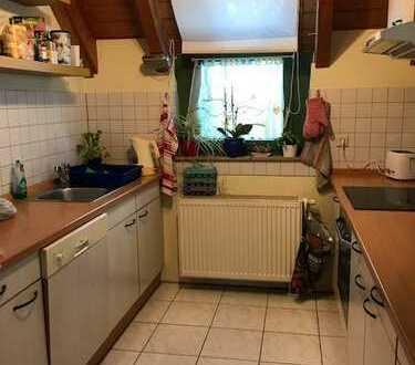 Gemütliche 2 Zimmer Wohnung im 1.OG mit Einbauküche, Balkon, Keller und TG-Stellplatz