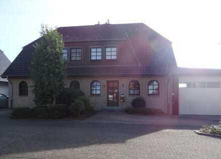 Sehr gepflegtes Einfamilienhaus mit schönem Garten und geräumiger Garage (Wohnmobil geignet)