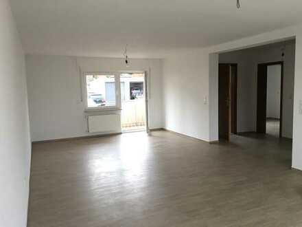 Vollständig renovierte 2-Raum-EG-Wohnung mit Balkon in Lauda-Königshofen