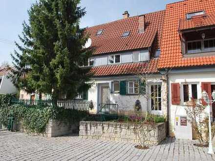***LIEBHABEROBJEKT*** Charmantes Ein-/Zweifamilienhaus in historischem Wohnensemble!!!
