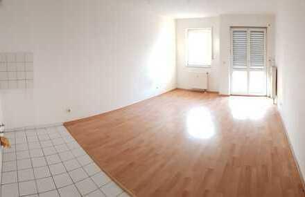Schicke Einraumwohnung mit Laminat und Außenterrasse + ruhige Wohnlage + frisch renoviert