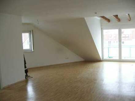 Sonnenverwöhnte 3-Zimmer DG-Wohnung in ruhiger Lage in Dreieich-Dreieichenhain