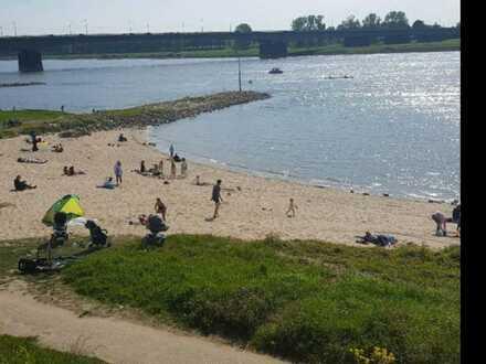 Stadt, Land, Fluss: Schöne modernisierte 2 Zimmer Wohnung in Düsseldorf- Hamm