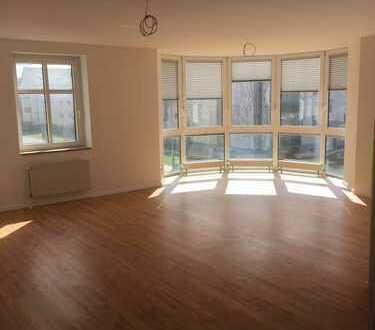 großzügige Turm-Wohnung im 1. Obergeschoss zu vermieten
