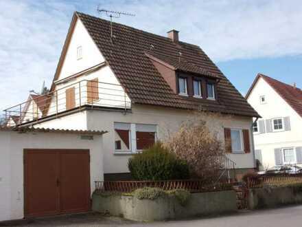 Wohnhaus mit PKW-Garage in ruhiger Lage