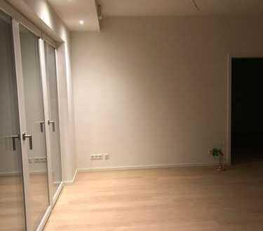 2 Zimmer mit Terrasse + Einbauküche