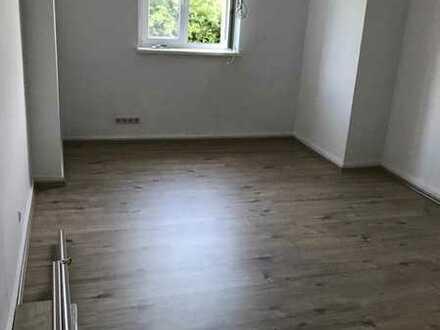 Exklusive, gepflegte 3-Zimmer-Hochparterre-Wohnung mit Balkon und Einbauküche in Stuttgart