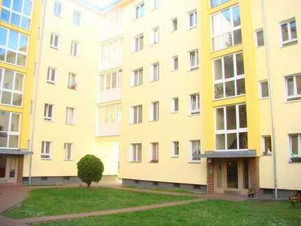 2 Zimmer Wohnung, möbliert, Balkon, langfristig