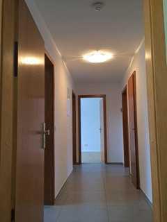 Exklusive, vollständig renovierte 3-Zimmer-Wohnung mit zwei Balkonen und EBK in Stuttgart