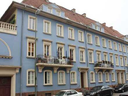 Schöne helle DG-Wohnung in historischem Gebäude - WG geeignet, Studenten willkommen