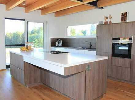 Neuwertiges, energieeffizientes Architektenhaus in idyllischer Lage