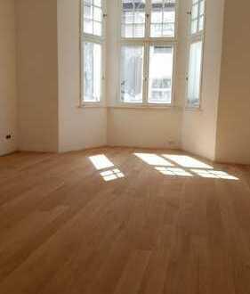 Golzheim, sanierte charmante 3 Zi.-Altbauetage in Traumlage mit eingerichteter Wohnküche + Balkon!