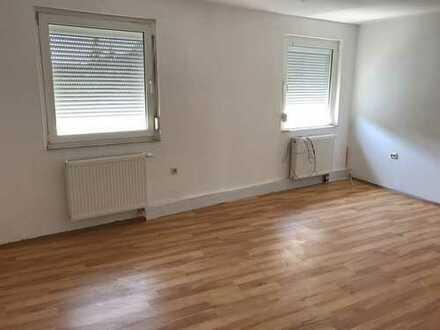 5 Zimmer, Küche, großes Tageslichtbad mit Eckbadewanne! Maisonettewohnung!