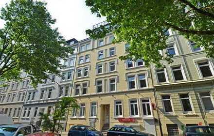 IM HERZEN VON ST. PAULI! Kernsanierte 3,5-Zimmer-Wohnung mit Garten