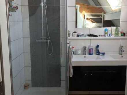 Neuwertige 5-Raum-Wohnung mit Balkon und Einbauküche in Flomborn