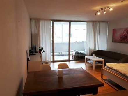 Stilvolle, geräumige und gepflegte 1-Zimmer-Wohnung mit Balkon in Schwabing, München