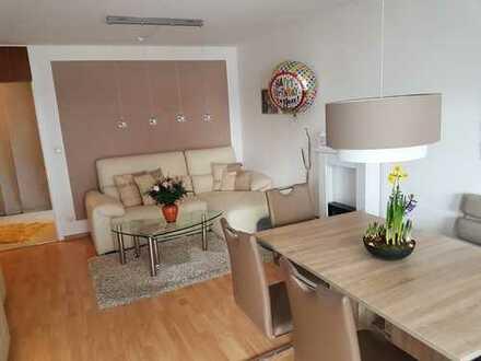 Stilvolle, gepflegte 2-Zimmer-Wohnung mit großer Süd-Loggia in Ottobrunn