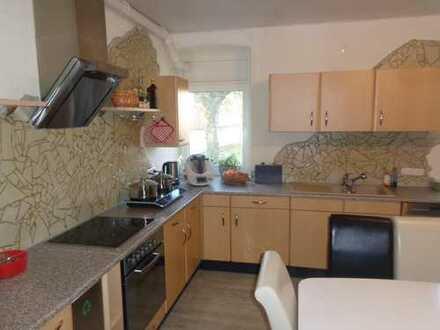 WG Wohnhaus, 7 Zimmer hell und freundlich, komplette Küchenausstattung, Duschen, WC´s, Waschm. Trock