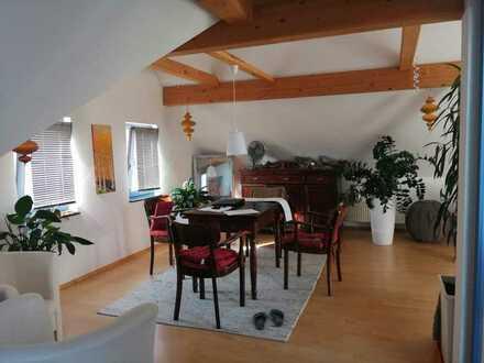 Gepflegte Dachgeschosswohnung mit vier Zimmern und Dachloggia inkl. Stellplatz in Grossostheim